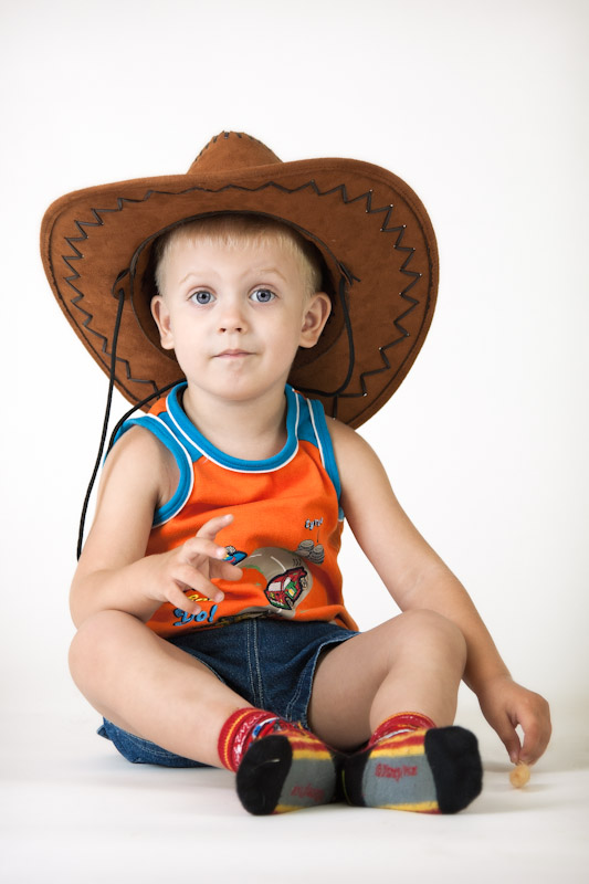 "photo ""Big stetson"" tags: portrait, children"