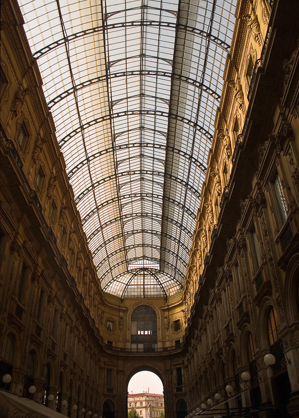 "photo ""Gallery in Milan"" tags: interior, travel, Europe"