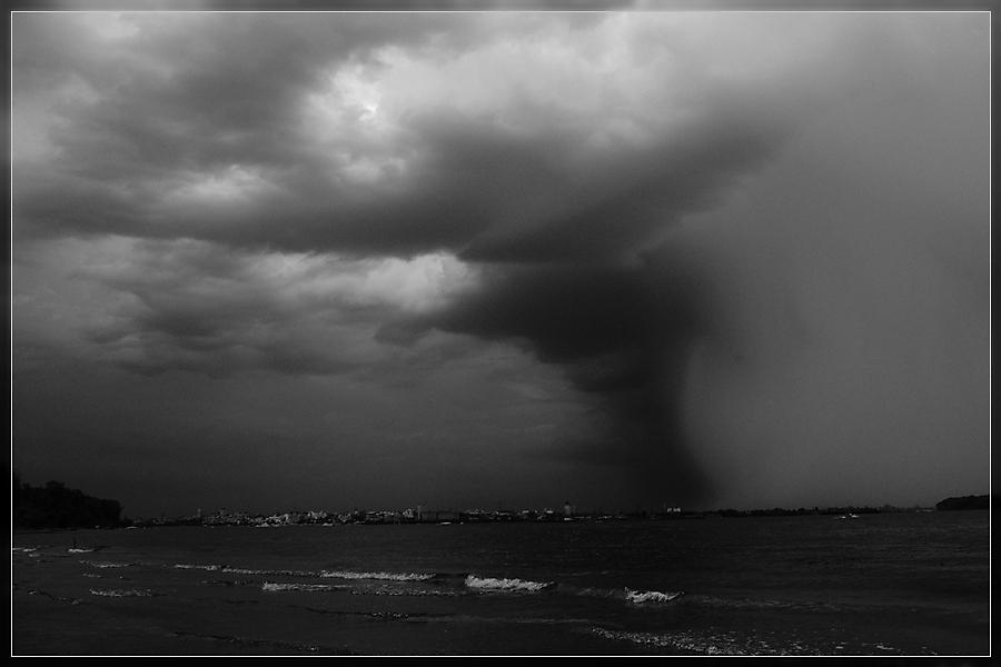 """фото """"Катаклизм"""" метки: пейзаж, черно-белые, облака"""