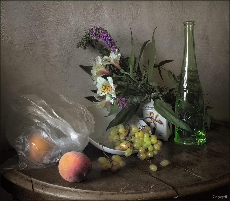 """фото """"Натюрморт с зеленой бутылкой и персиком"""" метки: натюрморт,"""