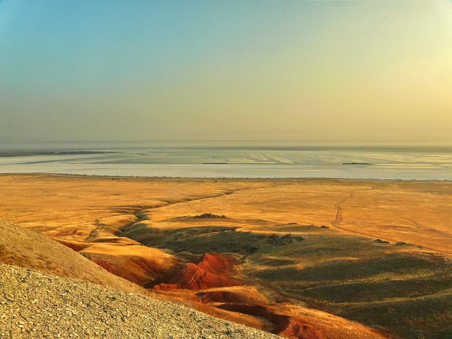 """фото """"Вид на Баскунчак с г.Богдо"""" метки: пейзаж, вода, горы"""
