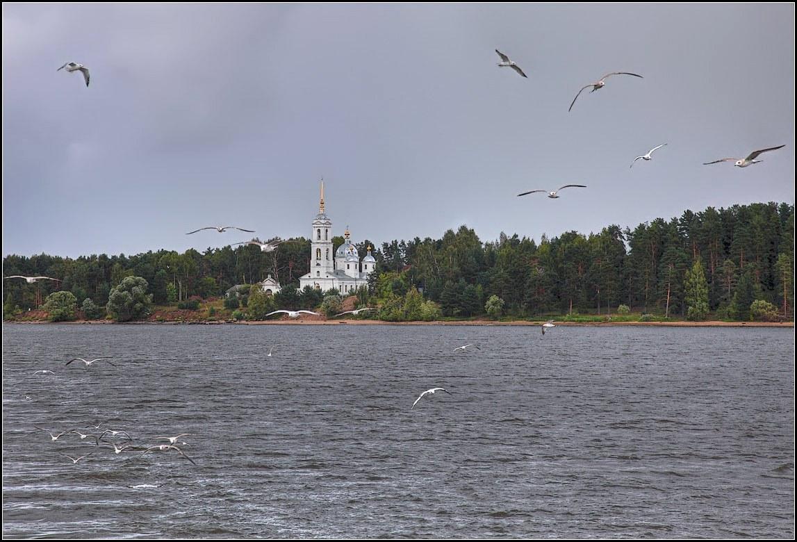 """фото """"Церковь на берегу"""" метки: пейзаж, вода, лето"""