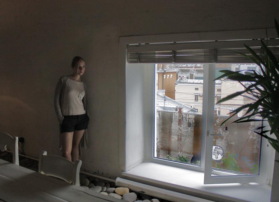 """фото """"О чем она думает... , Девушка у  окна.?"""" метки: репортаж,"""