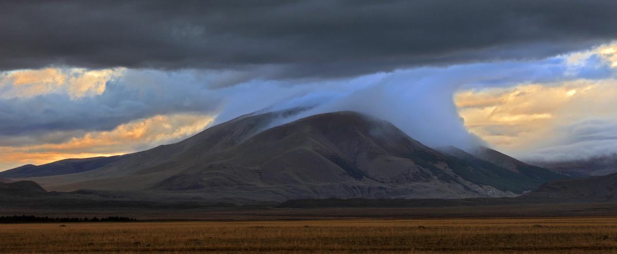 """фото """"Как облако за гору зацепилось..."""" метки: пейзаж, горы"""