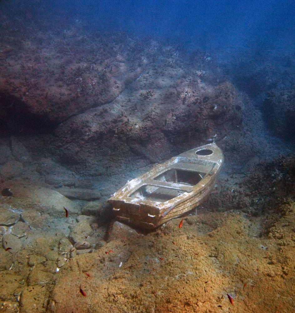 На лодке оторвалось дно