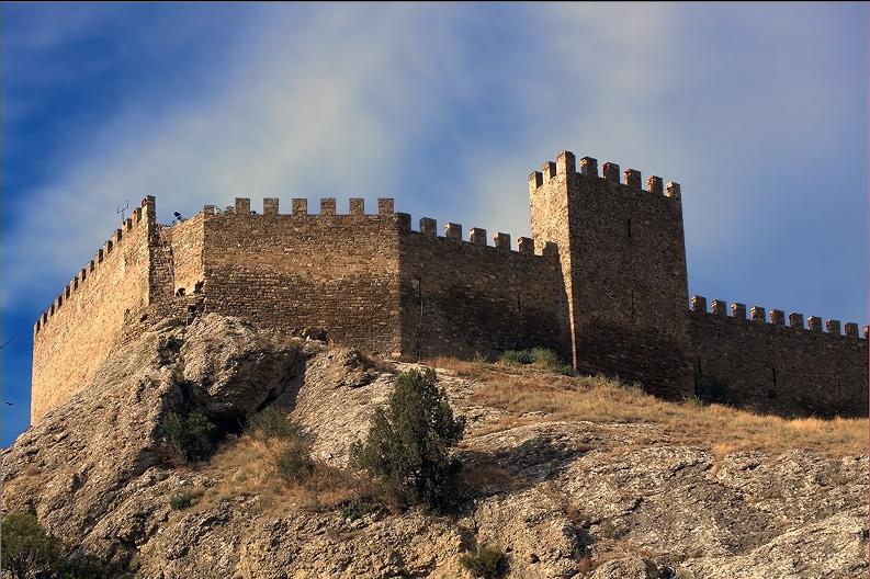 "фото ""Крепостная стена Генуэзской крепости."" метки: путешествия, Европа"