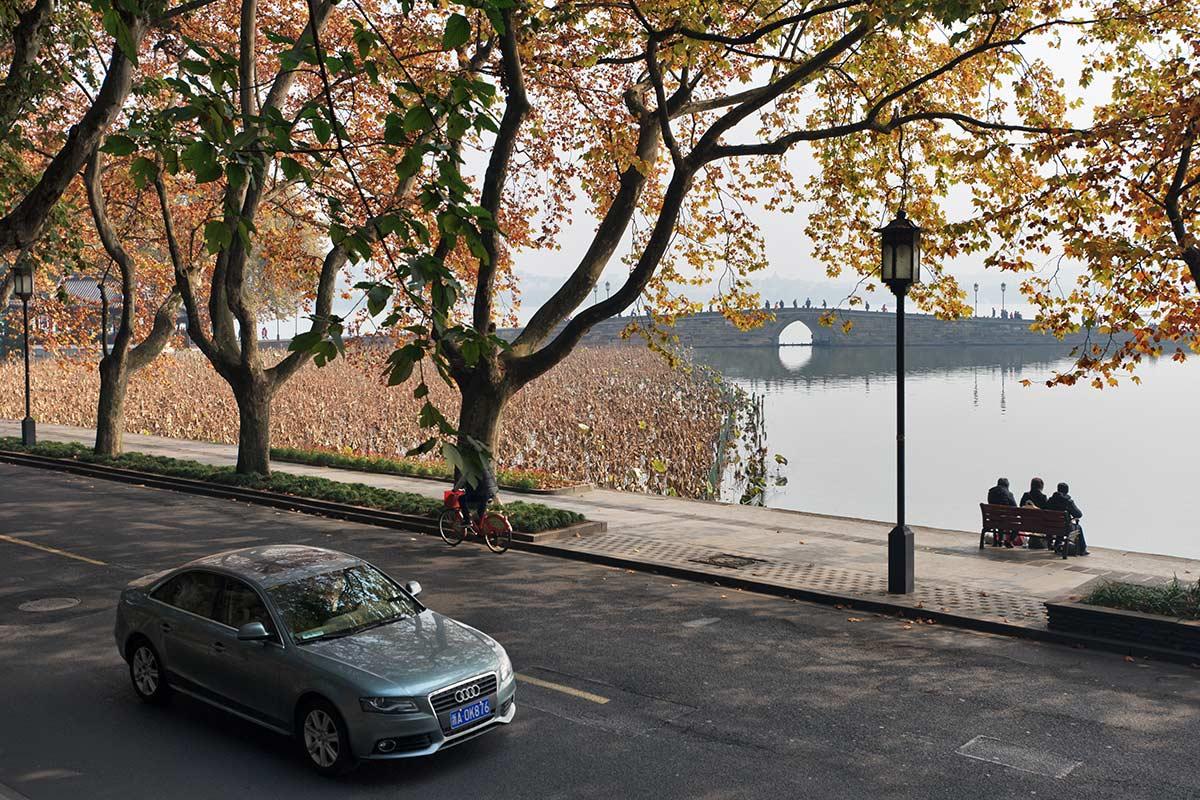 """фото """"На берегу Западного Озера"""" метки: город, пейзаж, осень"""