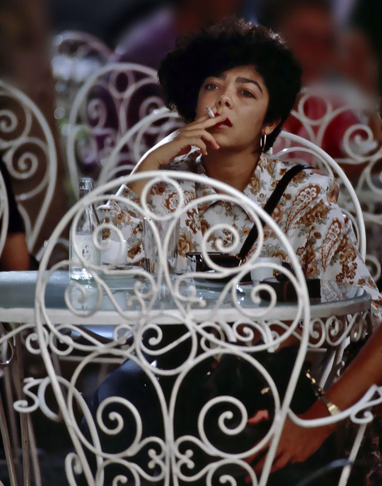 "фото ""Just a smoke time"" метки: портрет, город, женщина"