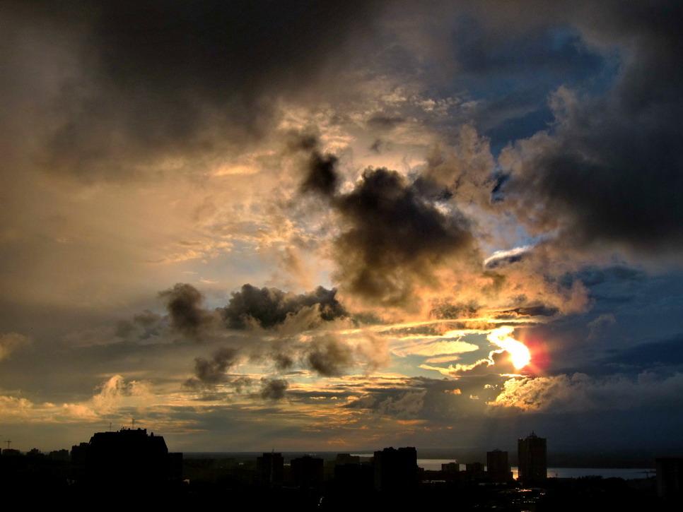 "фото ""Немного солнца среди моря дождей"" метки: пейзаж, закат"