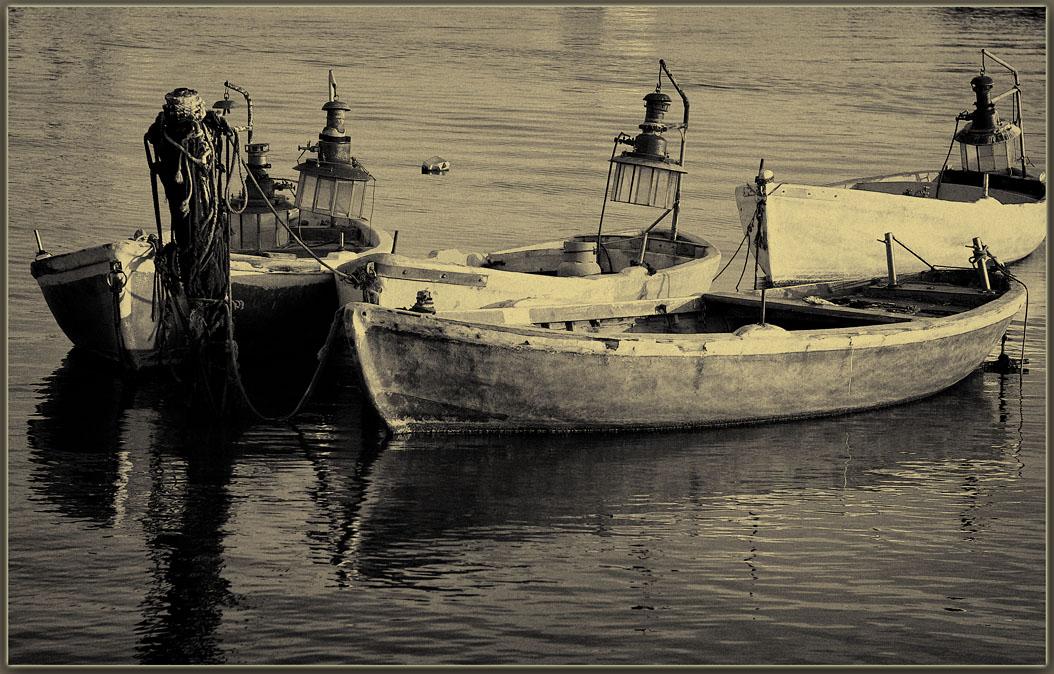 """фото """"Boats moored at"""" метки: пейзаж, вода"""