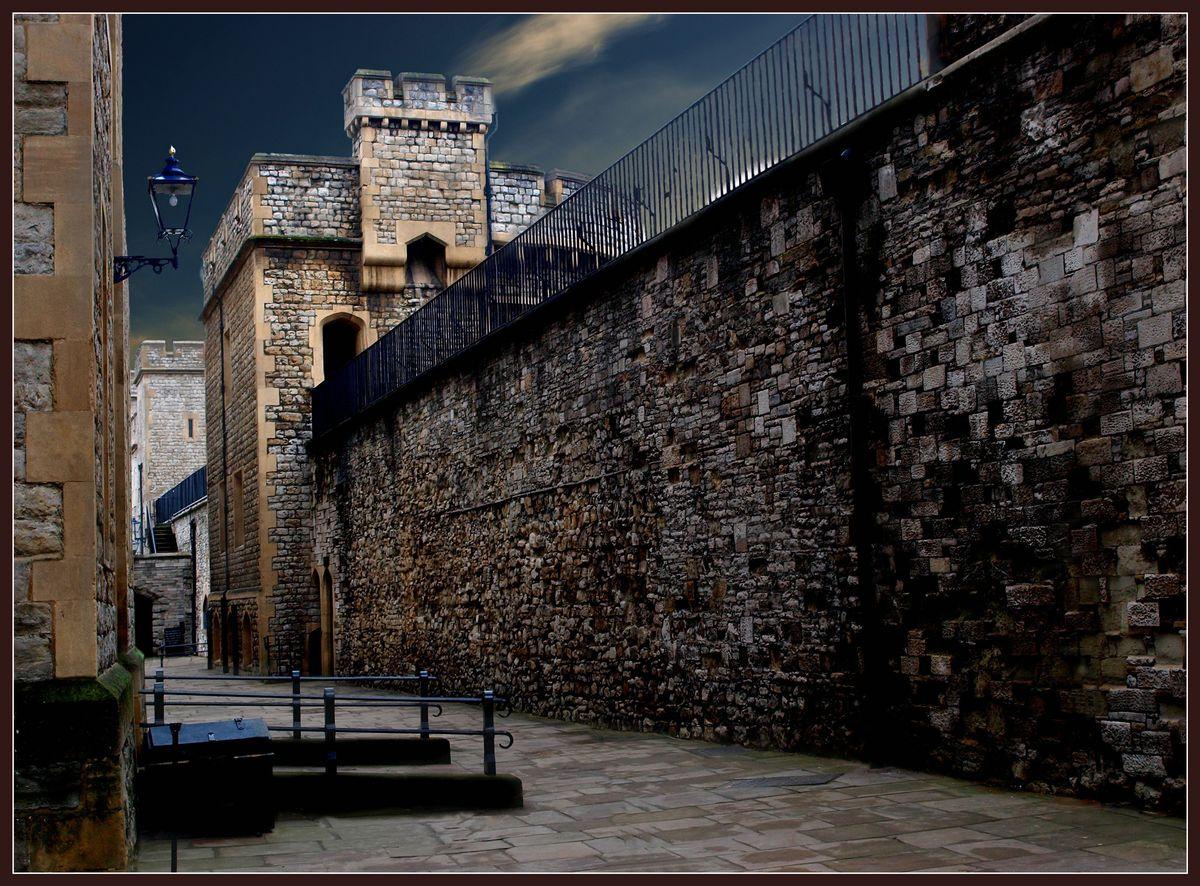 "фото ""The Walls of Tower"" метки: архитектура, пейзаж,"