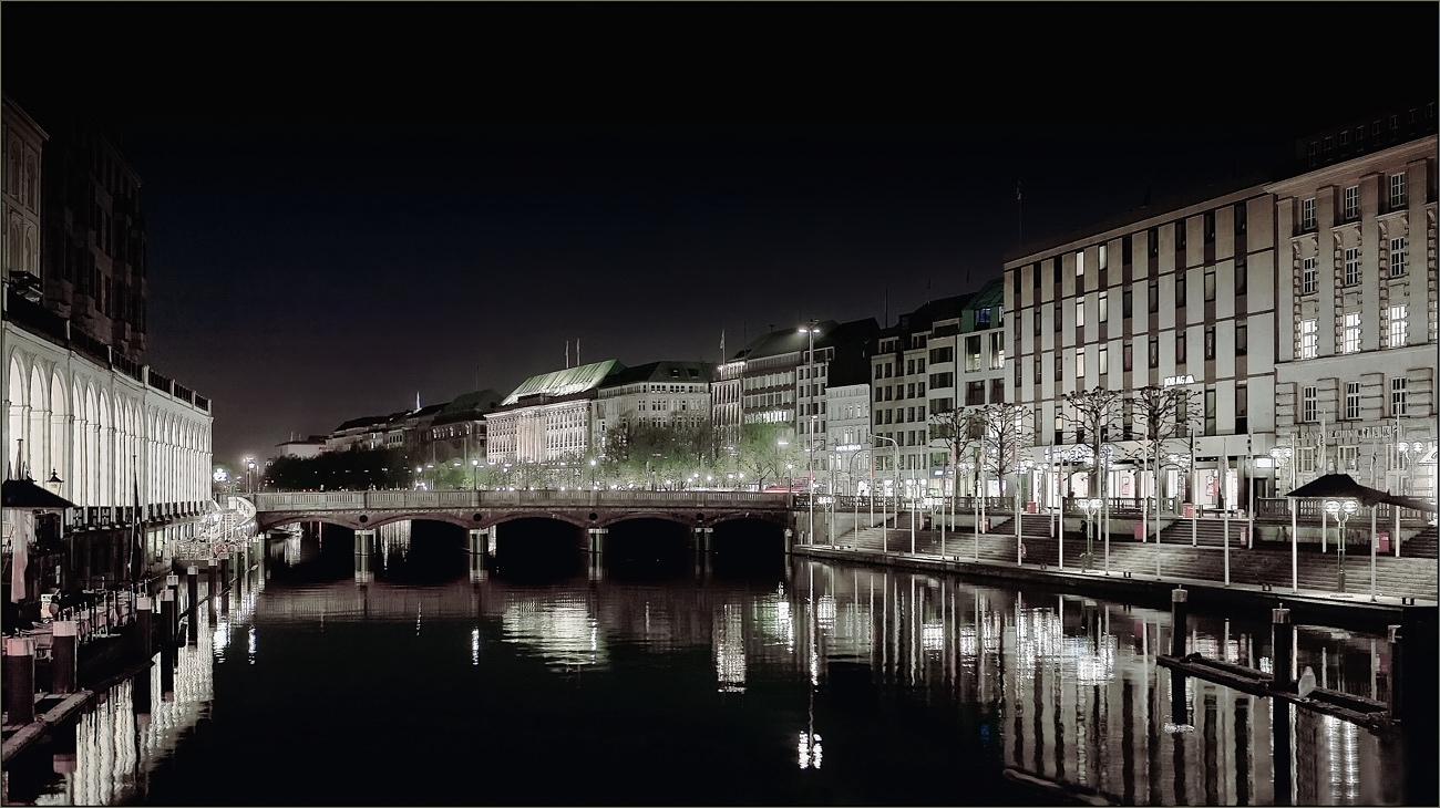 """photo """"Hamburg"""" tags: travel, architecture, landscape, Europe"""
