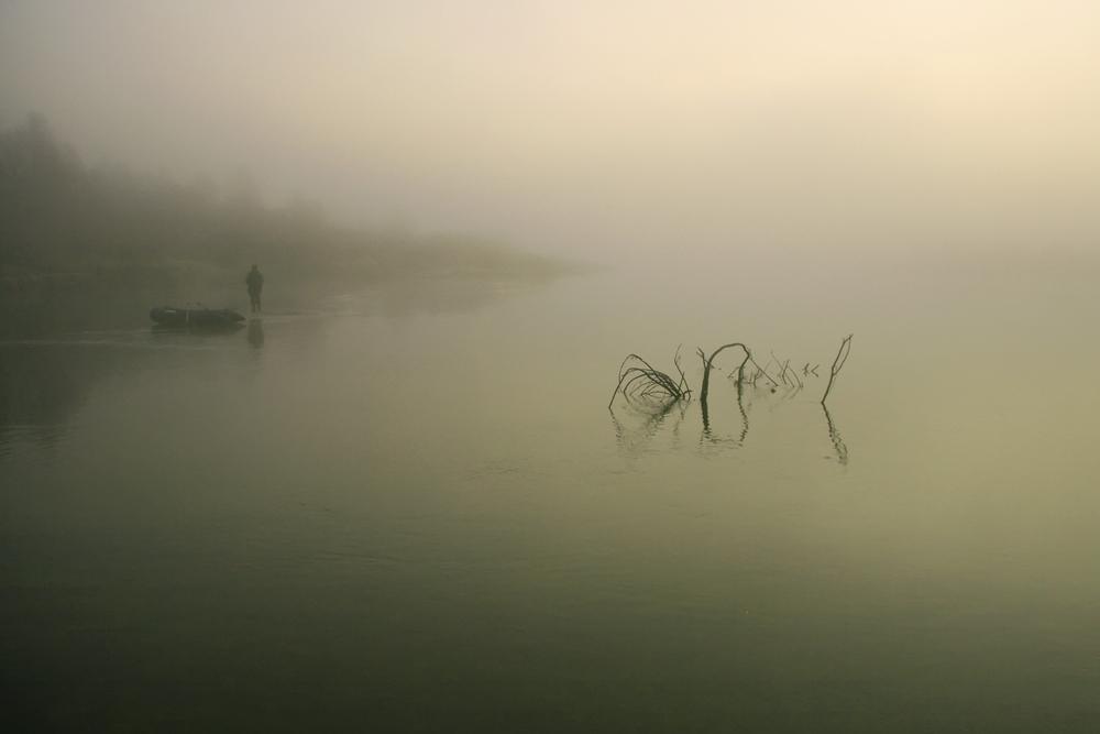 "фото ""Утренняя  с рыболовом"" метки: пейзаж, вода, осень"
