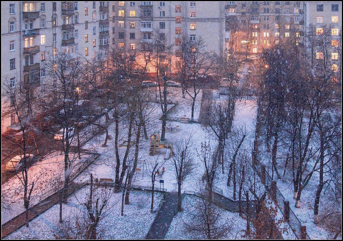 """фото """"первая метель в моём дворе"""" метки: город,"""