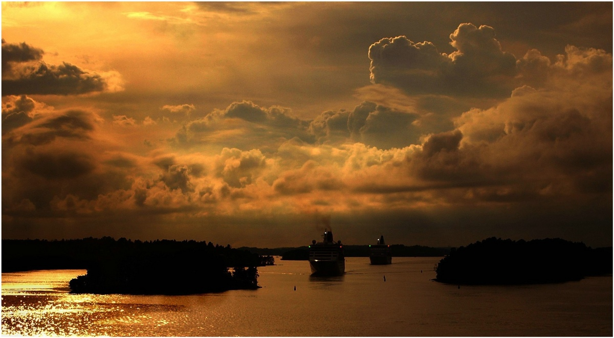 "фото ""Ships Caravan"" метки: пейзаж, вода, облака"