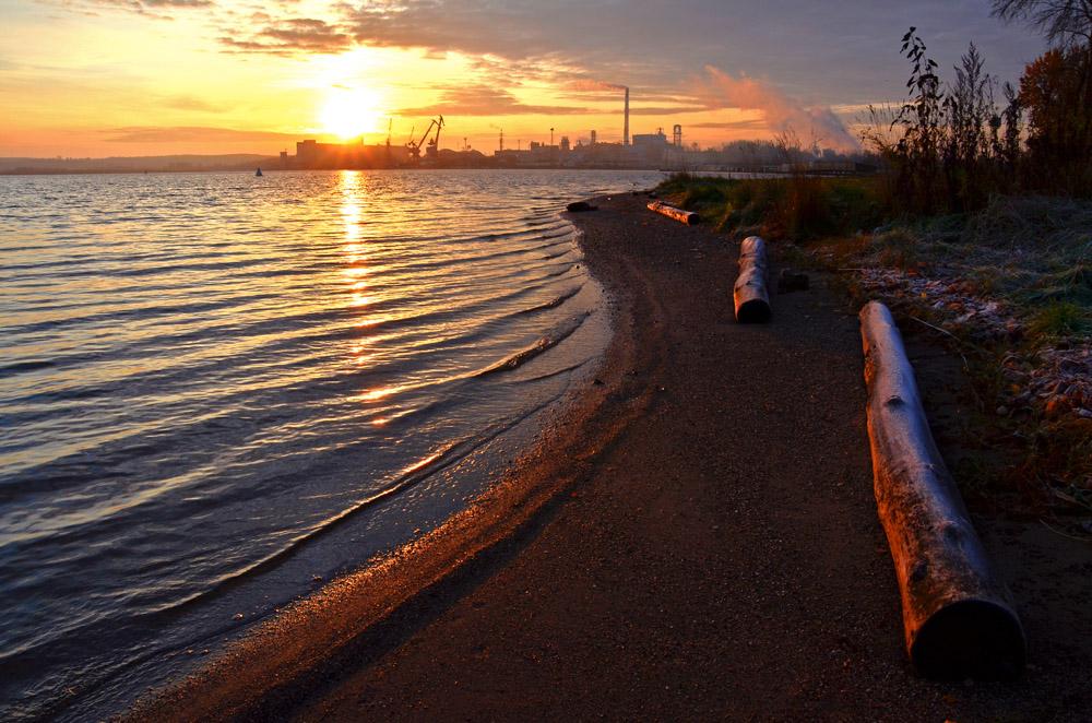 """фото """"Индустриальный рассвет"""" метки: пейзаж, вода, закат"""