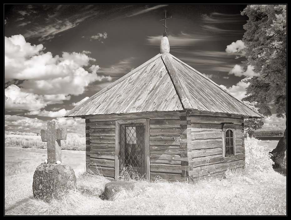 "фото ""Яблоки для Пушкина"" метки: архитектура, пейзаж, infrared"