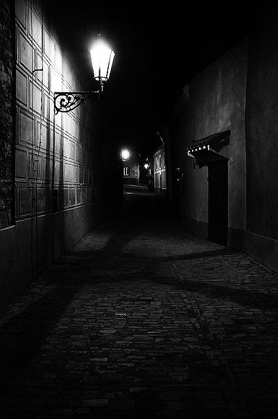 "фото ""Постоянно tаинственная Золотая улочка"" метки: черно-белые,"