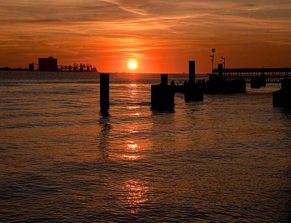 "фото ""Lisbon Harbour"" метки: пейзаж, вода, закат"