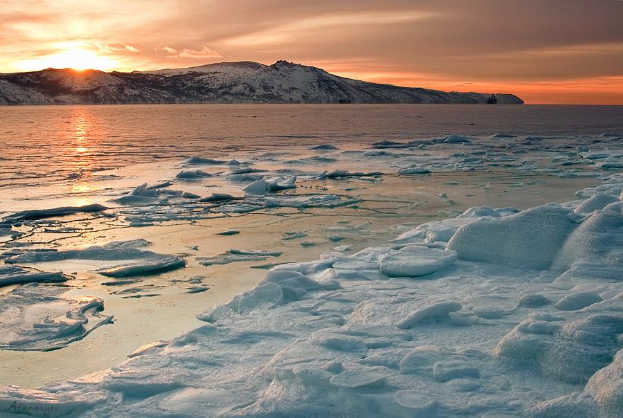 """фото """"Закат бухты Нагаева"""" метки: пейзаж, закат, зима"""