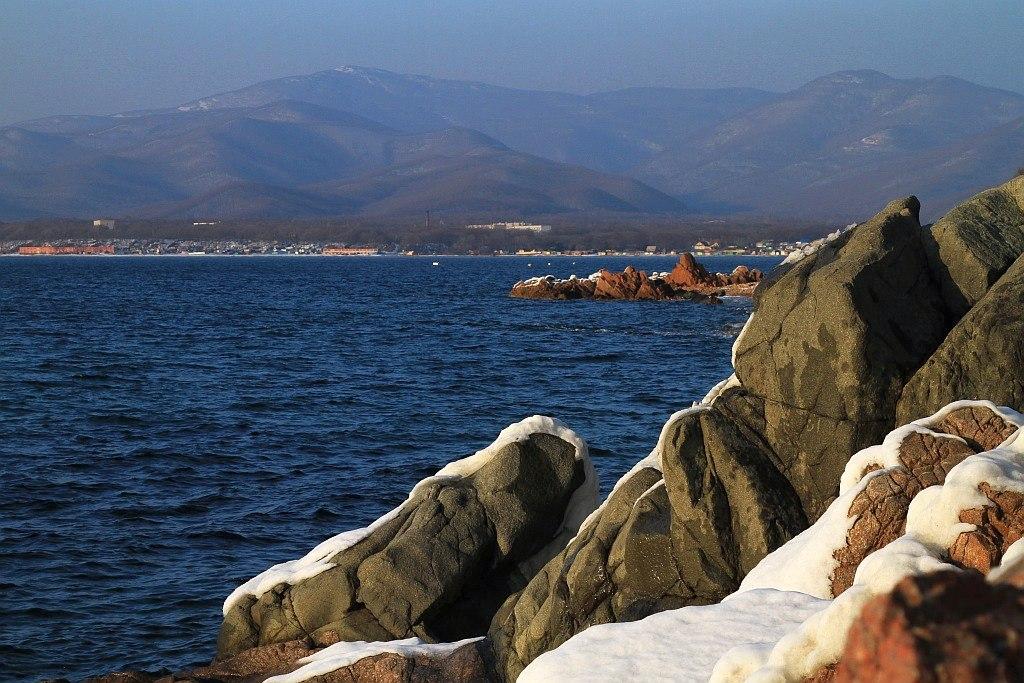 "фото ""Вид из - за камней"" метки: пейзаж, вода"