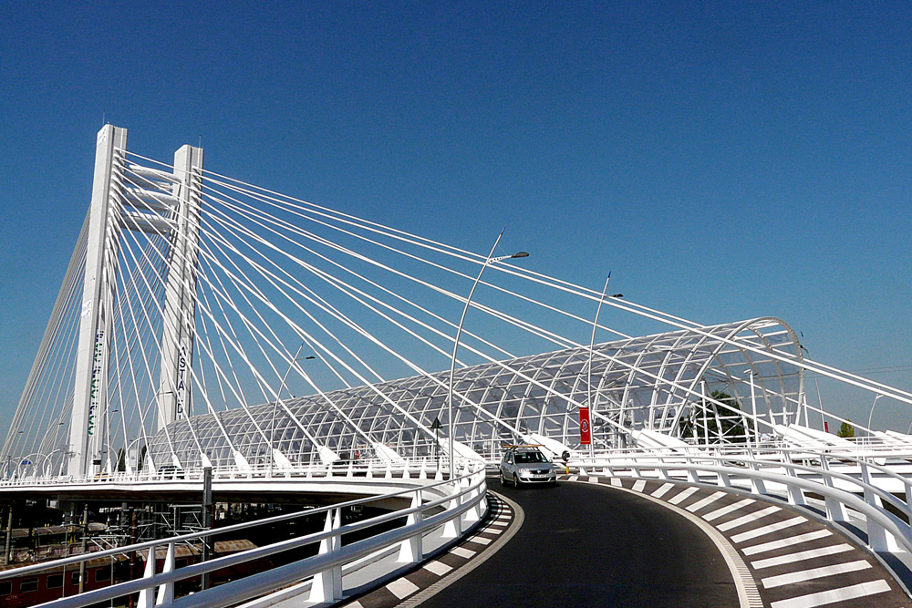"фото ""Graceful bridge"" метки: архитектура, город, пейзаж, Бухарест, дорога, мост, небо"