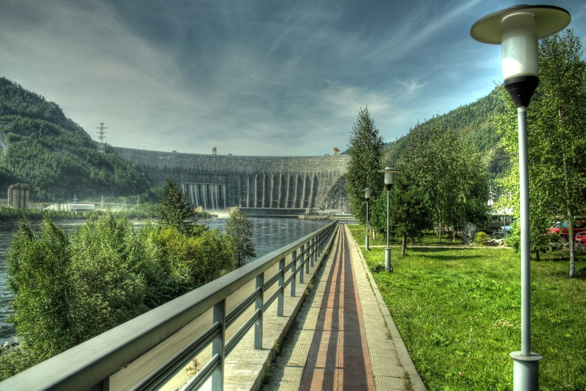 "photo ""Sayano–Shushenskaya hydroelectric power station"" tags: architecture, landscape, water"