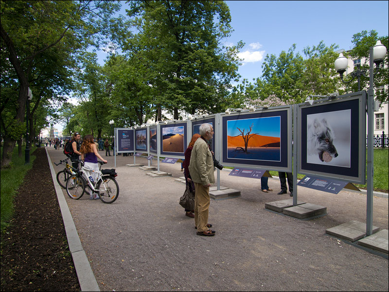 "photo ""Photo exhibition outdoor"" tags: reporting,"