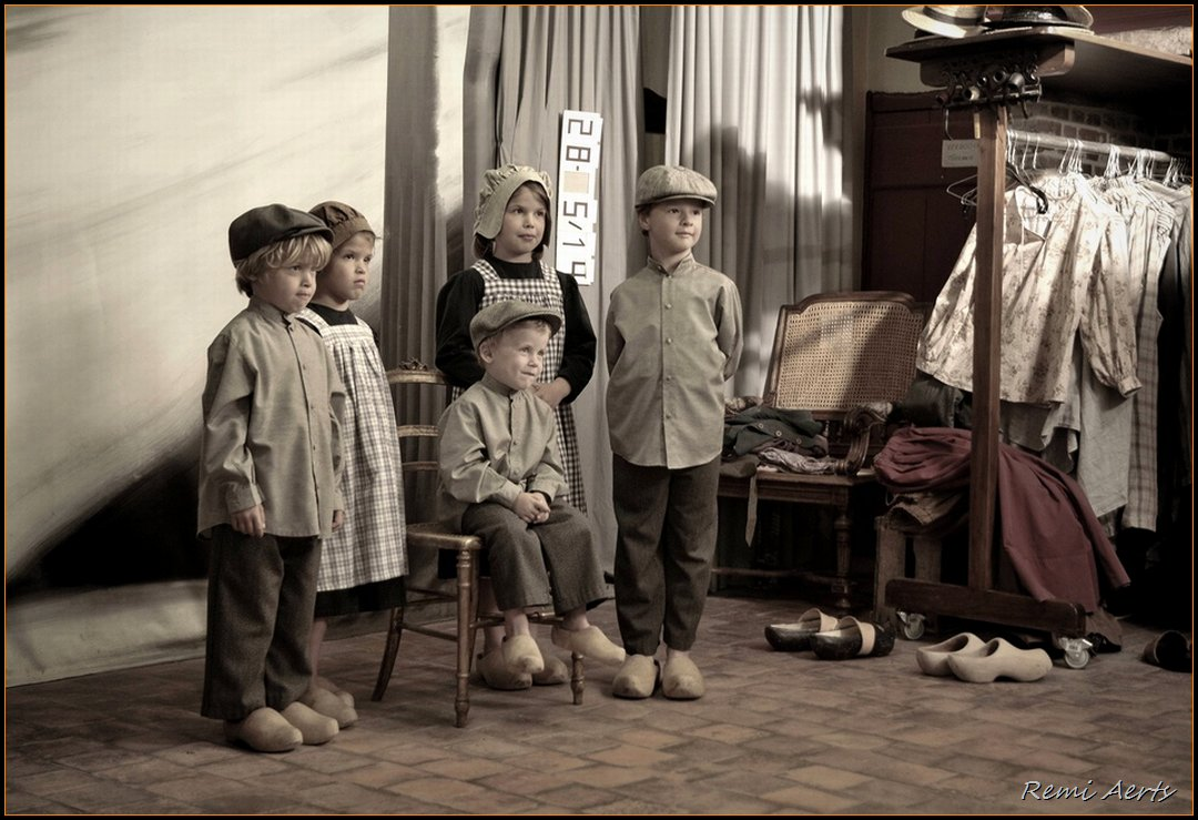 "photo ""old photo studio"" tags: portrait, still life, children"