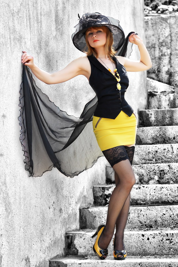 "photo ""Black and Yellow"" tags: portrait, glamour, woman"