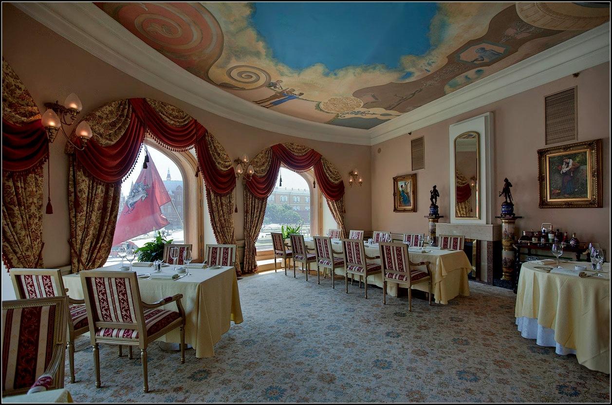 """photo """"Breakfast overlooking the Kremlin"""" tags: interior, city,"""
