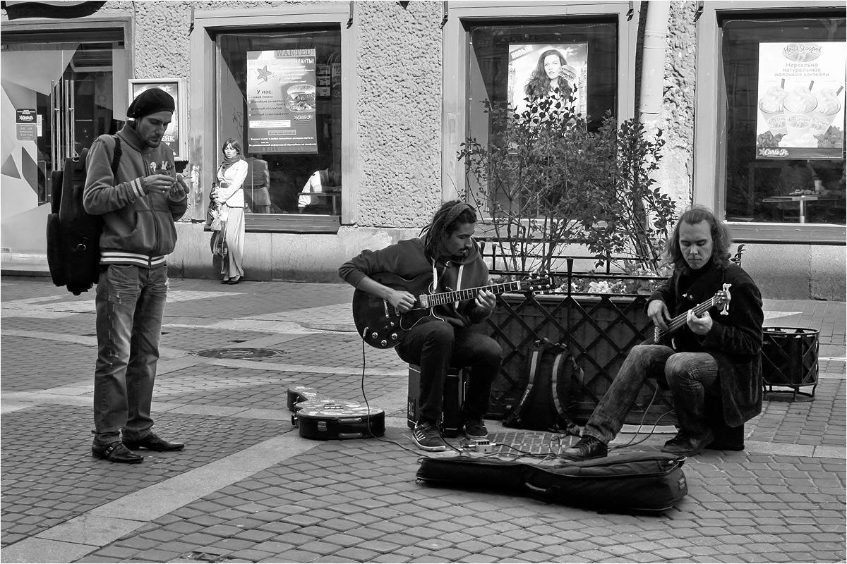 "photo ""Cherchez la femme"" tags: street, black&white,"