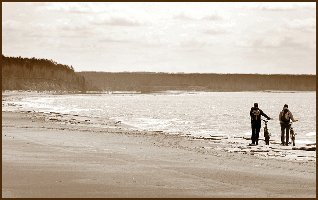 "photo ""Walking on the beach ..."" tags: landscape, black&white, water"