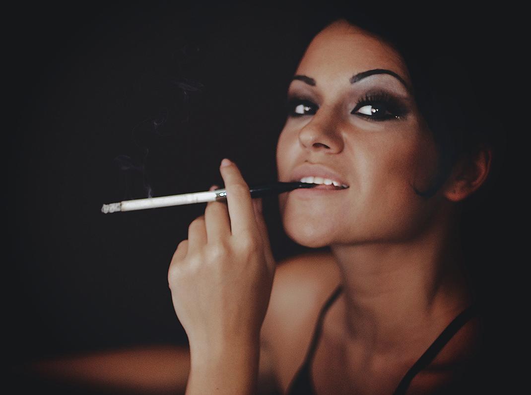 "photo ""Cigar"" tags: portrait, woman"