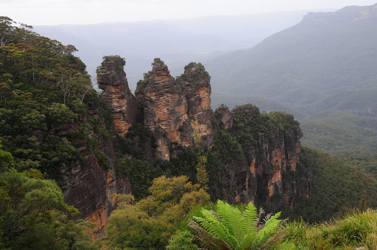 "photo ""ThreeSisters at Blue Mountains AU"" tags: landscape, mountains"