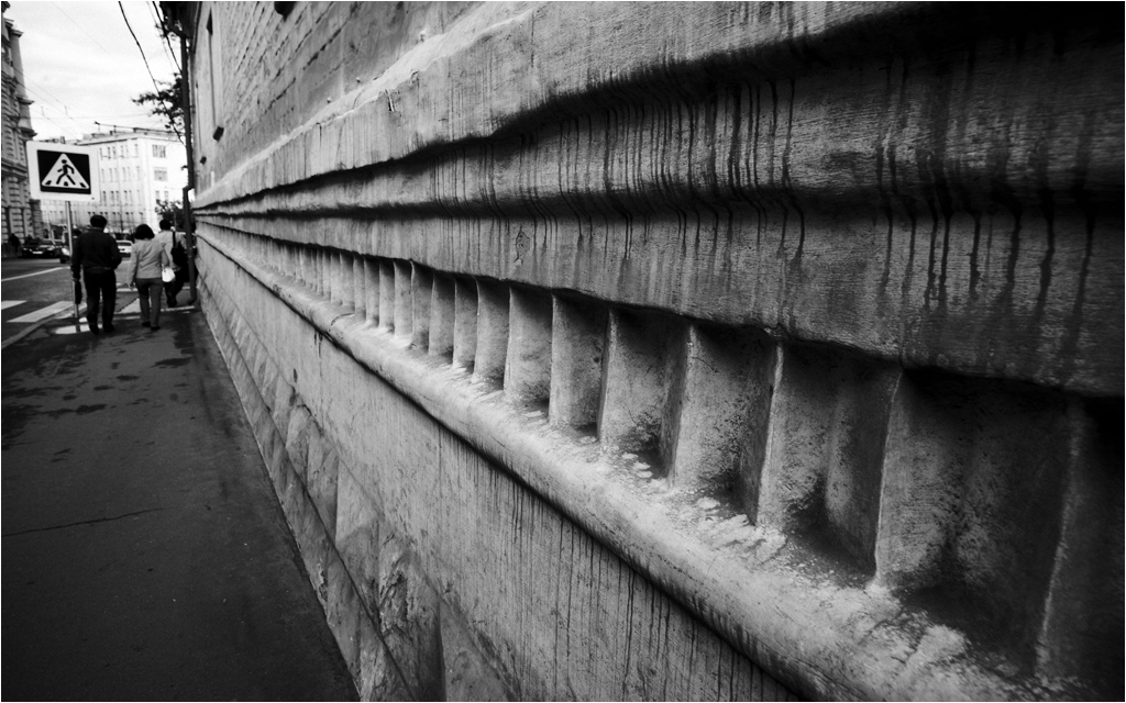 "photo ""Very old wall"" tags: city, black&white,"