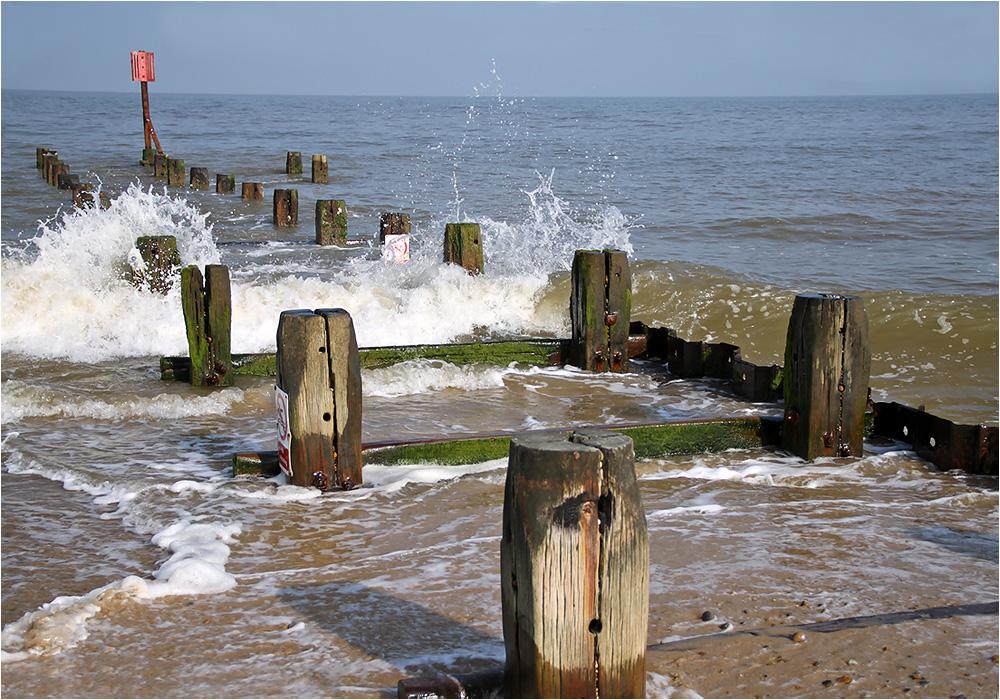 """photo """"The cold North Sea."""" tags: landscape, water, море прилив"""