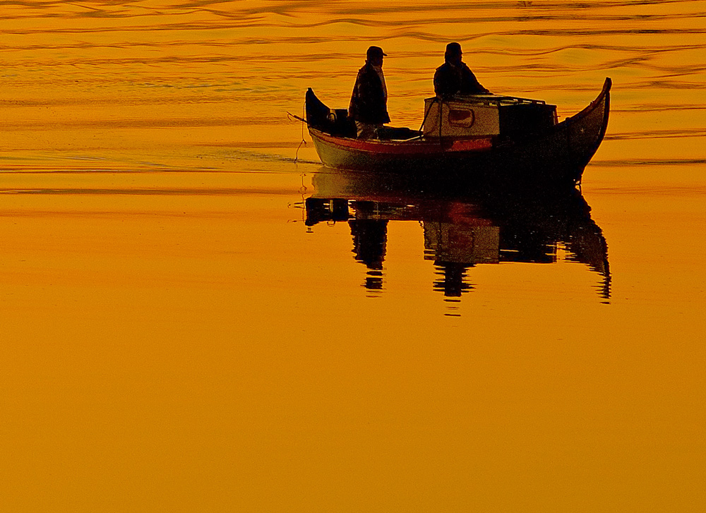 "photo ""FISHERMEN"" tags: landscape, sunset, water"