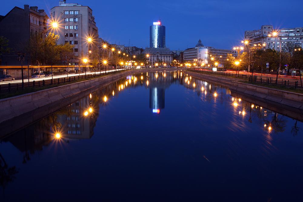 "фото ""***"" метки: путешествия, город, Бухарест, Европа, ночь"