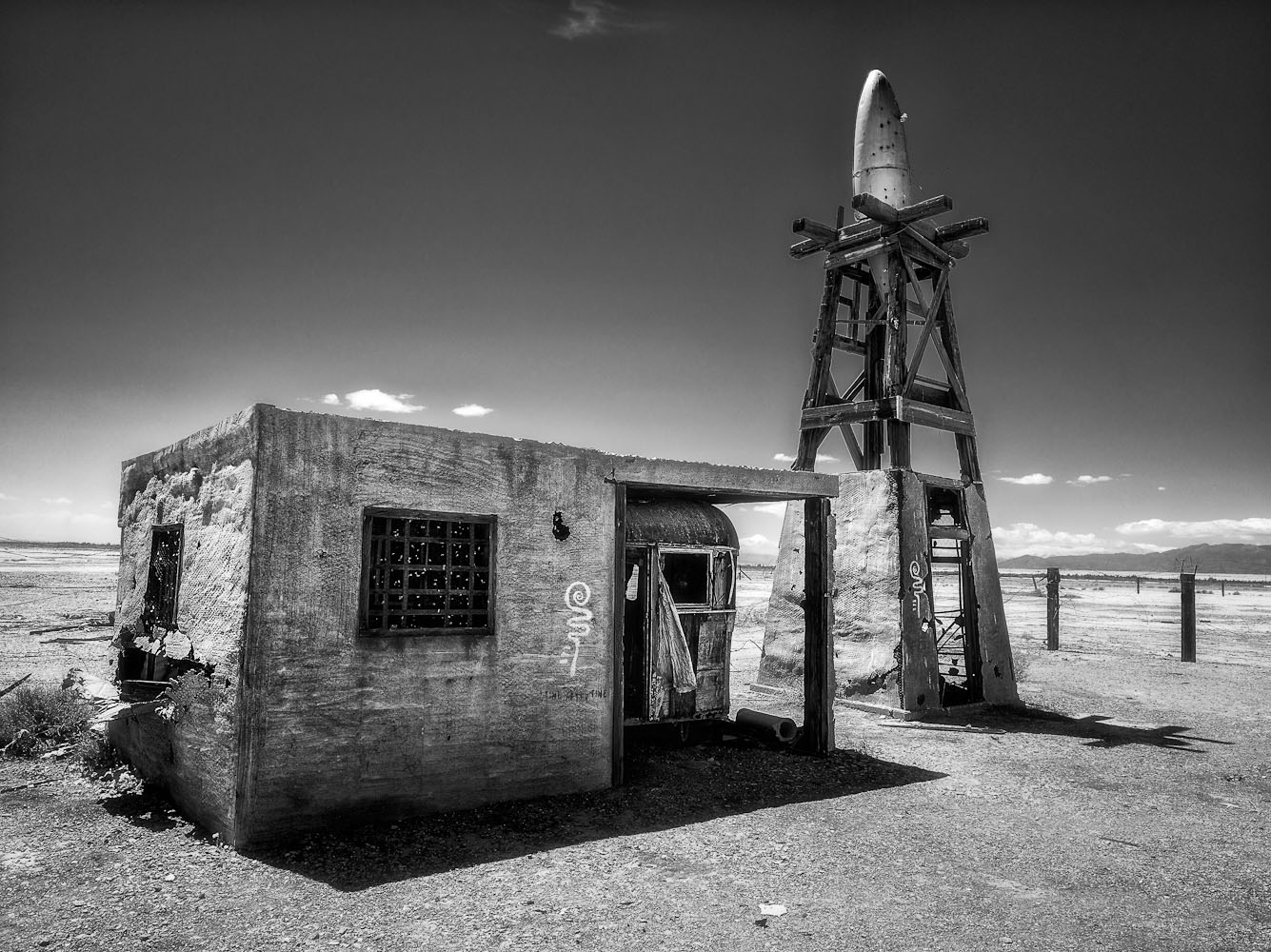 "photo ""Cosmodrome"" tags: landscape, black&white,"