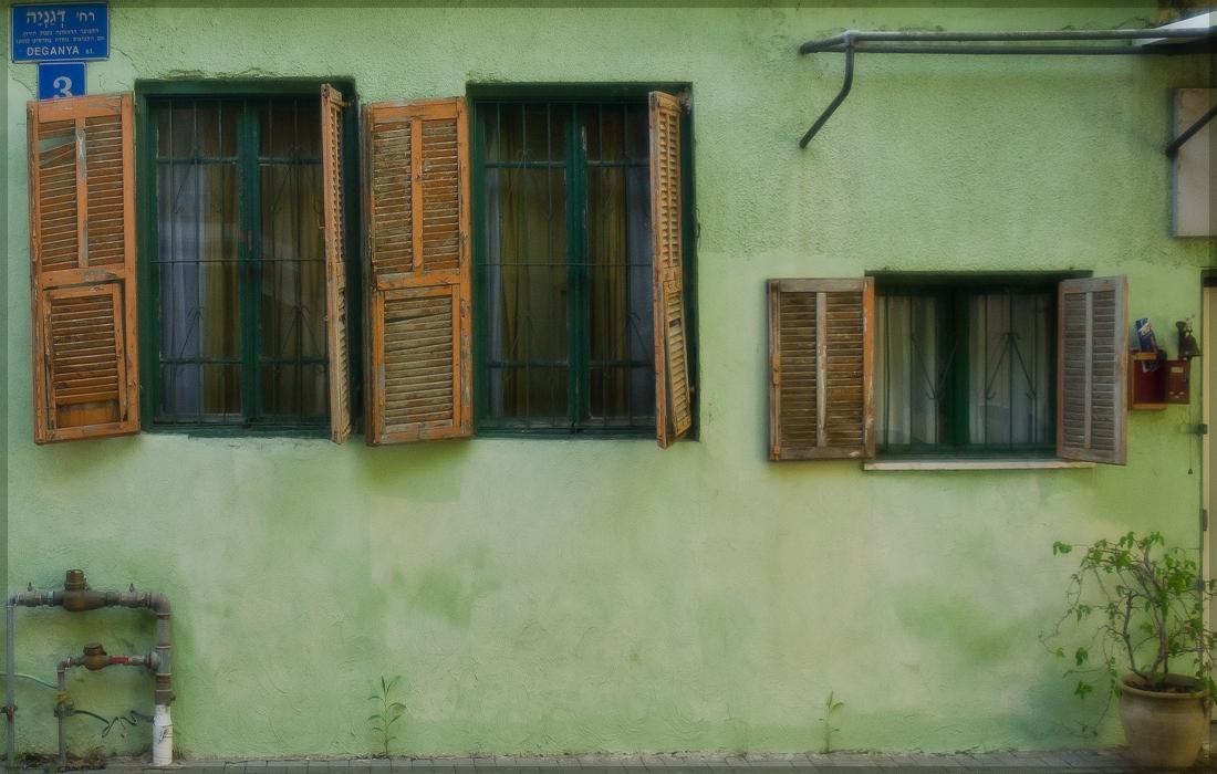 """фото """"На ржавых петлях открывают ставни..."""" метки: город,"""