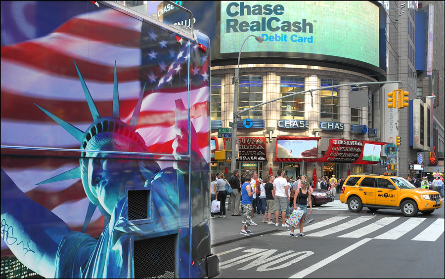 "photo ""Chase Real Cash"" tags: city, travel, South America"