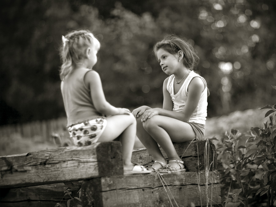 "фото ""переглядки на завалинке"" метки: жанр, портрет, дети"