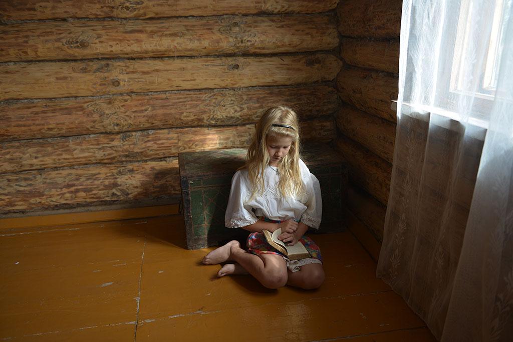 "photo ""The Book"" tags: portrait, genre, children"