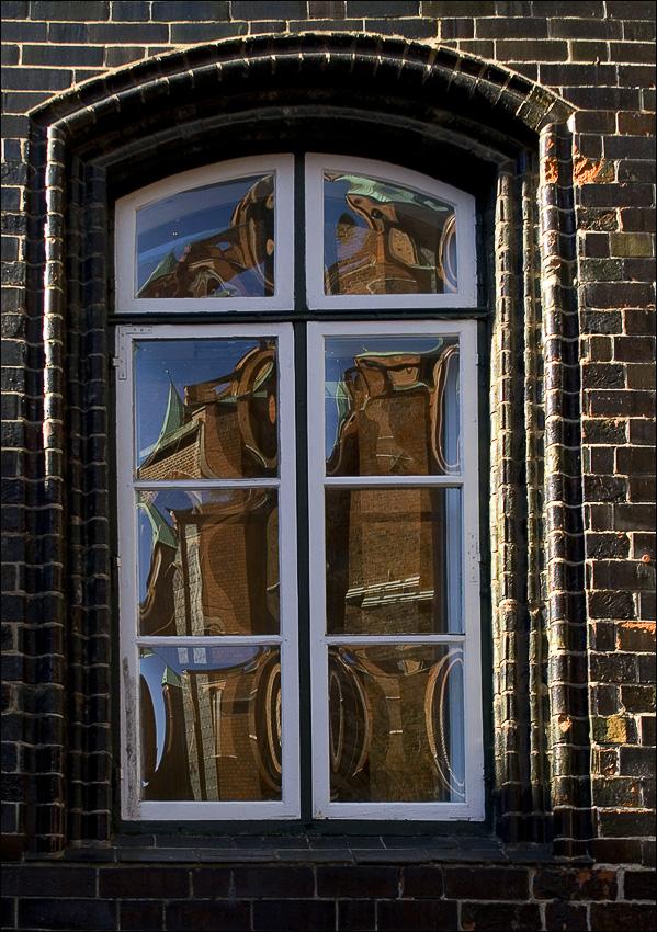 """фото """"город в окне"""" метки: фрагмент, Европа"""
