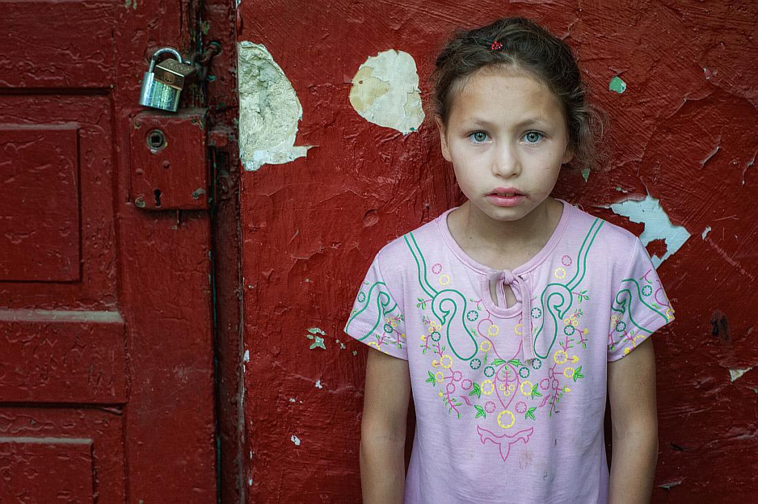 """photo """"At the future door"""" tags: portrait, door, girl, lock, wall"""