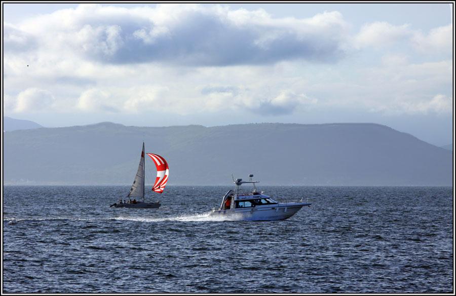"фото ""На перегонки"" метки: пейзаж, катера, море, осень, яхты."