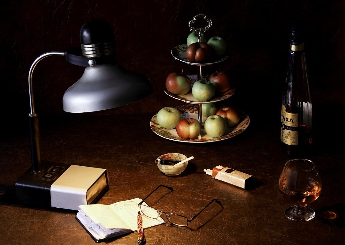 """photo """"***"""" tags: still life, бокалы, коньяк, яблоки"""
