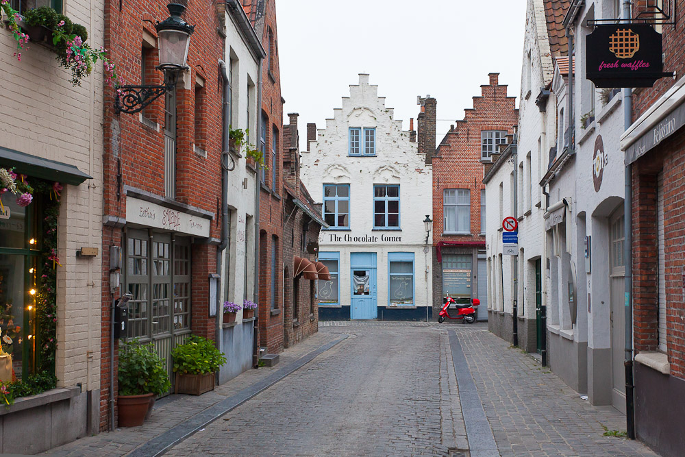 "фото ""В шоколаде..."" метки: город, техника, разное, Brugge, Брюгге, Европа, мотоцикл"