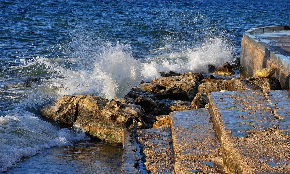 "фото ""Штормило слегка вечерком"" метки: , волна, море"